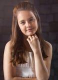 Zehn Jahre alte Mädchenaufstellung Lizenzfreies Stockfoto