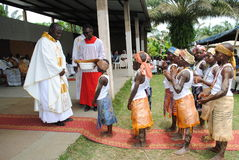 ZEHN JAHRE EINER AFRIKANISCHEN PRIESTER-PRIESTERSCHAFT Lizenzfreie Stockfotos