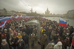 Zehn Tausenden marschieren zum Gedenken an ermordeten Boris Nemtsov am 1. März 2015 Lizenzfreie Stockbilder
