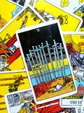 Zehn von Klingen-Tarock-Karten-Abführungs-Niederlagen-Ausfall-Ruine lizenzfreie stockfotografie