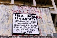 Zeichen am Alcatraz-Insel-Boots-Dock; Inder-Willkommen Stockfoto
