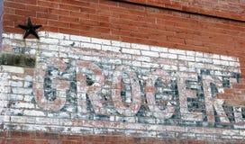 Zeichen auf alter Backsteinmauer Stockfotografie