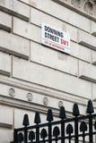 Zeichen auf Downing Street in der City of Westminster in London Lizenzfreie Stockfotos