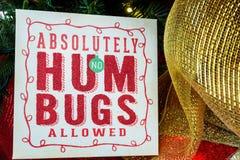 Zeichen auf einem Weihnachtsbaum - Nahaufnahme Stockfotos