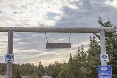 Zeichen auf Skerwink-Küstenlinien-Spur, Dreiheit, Neufundland, Kanada stockfotografie