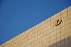 Zeichen D auf der Wand Lizenzfreie Stockfotos