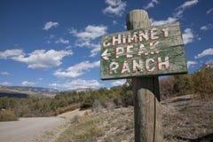 Zeichen, das auf Kamin-Spitzen-Ranch zeigt, Lizenzfreie Stockbilder