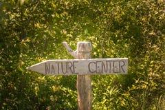 Zeichen, das auf Natur-Mitte verweist Lizenzfreies Stockbild