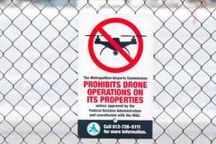 Zeichen, das Brummen-Verkehr am Flughafen verbietet Lizenzfreies Stockfoto