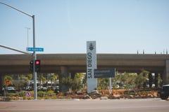 Zeichen, das San Diego International Airport angibt Lizenzfreie Stockfotos