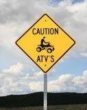 Zeichen der Achtung ATV Lizenzfreie Stockfotos
