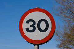 Zeichen der Geschwindigkeit 30mph Stockbild
