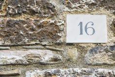 Zeichen der Hausnummer 16 Stockfotos