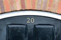 Zeichen der Hausnummer 20 auf Tür Lizenzfreies Stockfoto