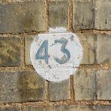 Zeichen der Hausnummer 43 auf Wand Lizenzfreie Stockfotografie