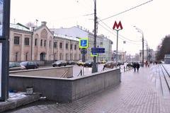 Zeichen der Moskau-Metros Stockfotos