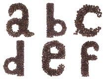 Zeichen des Alphabetes gebildet von den Kaffeebohnen Stockfotografie