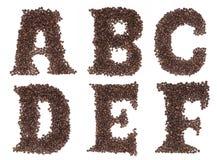 Zeichen des Alphabetes gebildet von den Kaffeebohnen Stockbild