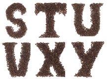 Zeichen des Alphabetes gebildet von den Kaffeebohnen Stockbilder