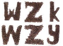 Zeichen des Alphabetes gebildet von den Kaffeebohnen Lizenzfreies Stockbild