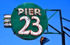 Zeichen des Cafés des Pier-23 Stockfoto