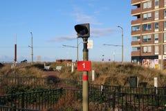 Zeichen des Halts für Straßenbahntram für Linien 11 und 31 an der Zeilenendeschleife in Scheveningen, die Niederlande stockbild