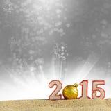 Zeichen des neuen Jahres 2015 auf einem Sand Stockbilder