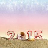 Zeichen des neuen Jahres 2015 auf Sand Lizenzfreie Stockfotos