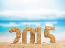 Zeichen 2015 des neuen Jahres auf Sand Stockbilder