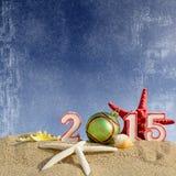 Zeichen des neuen Jahres 2015 mit Muschel-, Starfish- und Weihnachtsball Stockfoto
