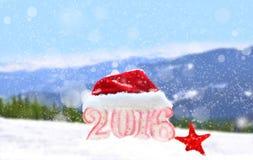 Zeichen des neuen Jahres 2016 mit Santa Claus-Hut Lizenzfreie Stockfotos