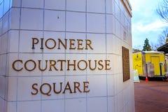Zeichen des Pioniergericht-Quadrats an der Wintersaison Lizenzfreies Stockfoto