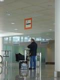 Zeichen des rauchenden Bereiches am Flughafen Stockfotografie
