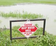 Zeichen des tiefen Wassers Stockfotos