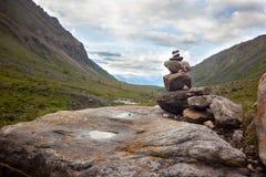 Zeichen des Touristen auf dem Stein Lizenzfreie Stockfotos