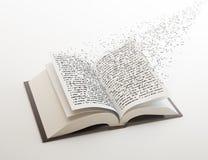 Zeichen, die aus einem Buch heraus fliegen Lizenzfreies Stockfoto