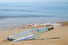 Zeichen in einer Flasche Lizenzfreies Stockfoto