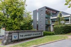 Zeichen am Eingang der Universität von Auckland Lizenzfreie Stockfotografie