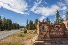 Zeichen am Eingang von Bryce Canyon National Park stockfotos