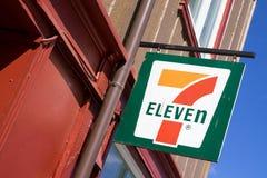 Zeichen 7-Eleven an der Niederlassung Stockfotos
