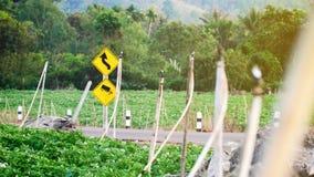 Zeichen für die LKWs nicht erlaubt stockfotografie