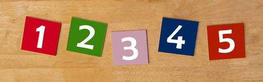 1 2 3 4 5 - Zeichen für Schulkinder. Lizenzfreies Stockfoto