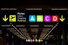Zeichen am Flughafen Stockfoto