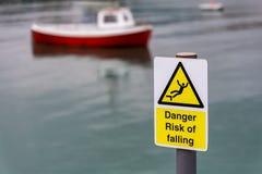 Zeichen: Gefahr, Absturzgefahr Stockfotos