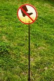 Zeichen: gehen Sie nicht auf Gras Lizenzfreie Stockfotos