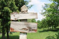Zeichen im Wald Stockbilder