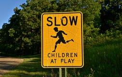 Zeichen-Kinder am Spiel Stockbild