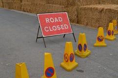 Zeichen-Klipppfad der Straße geschlossener Lizenzfreies Stockbild