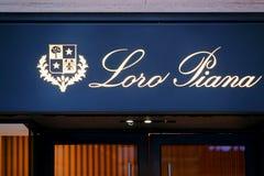 Zeichen Loro Piana auf Straßenshopfenster Rom Lizenzfreies Stockfoto