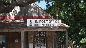 Zeichen Luckenbach Texas Post Office stock video footage